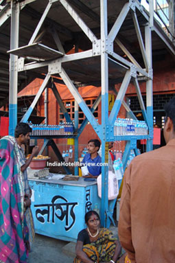 Ingenuity of a Lassi vendor at the Krishn Nagar Railway Station